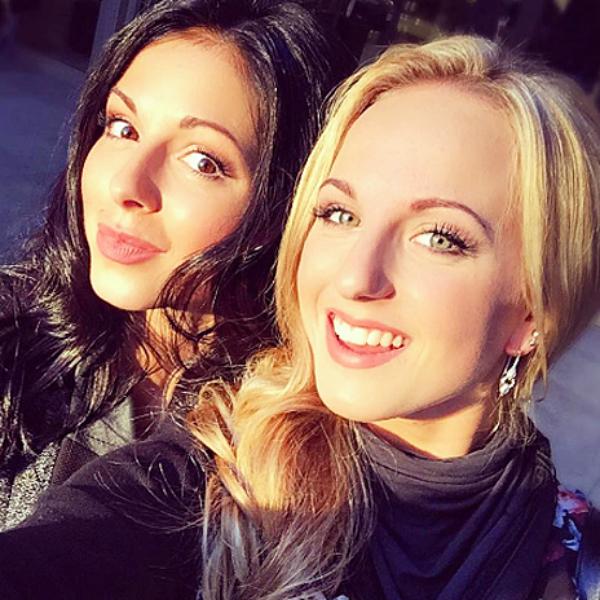 Певица Нюша с сестрой Машей