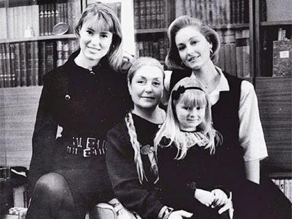 Архивное фото Федосеевой-Шукшиной с дочками