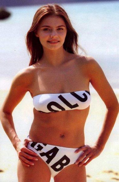Алина Кабаева в купальнике