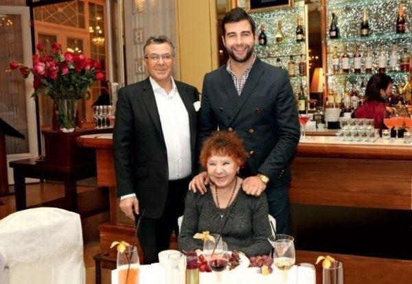 Нина Ургант с сыном и внуком