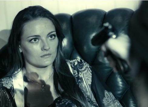 Кадр из фильма «Ищейка» с актрисой Анастасией Шульженко