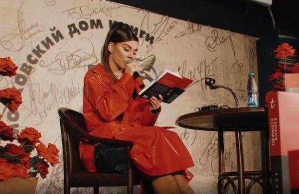 Анна Седокова рассказала о домогательствах со стороны сожителя ее мамы