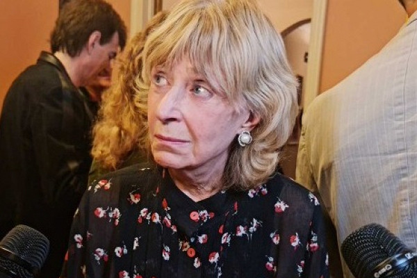 Известный доктор заявил, что у ведущей Регины Дубовицкой, возможно, развивается та же болезнь, что в свое время погубила певицу Юлию Началову
