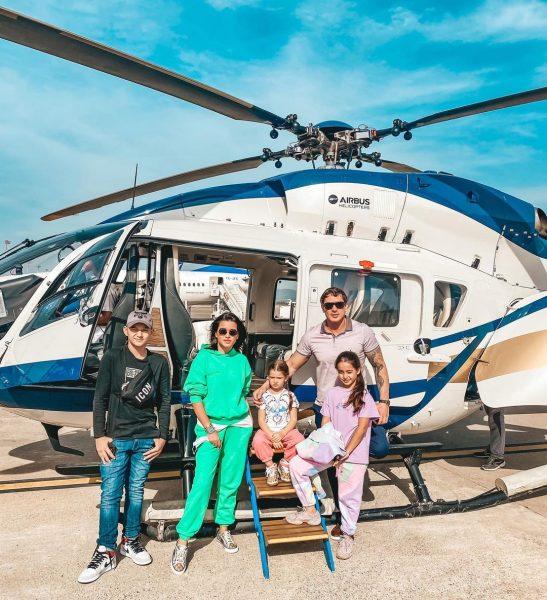 Бородина с семьей перед полетом в Турцию