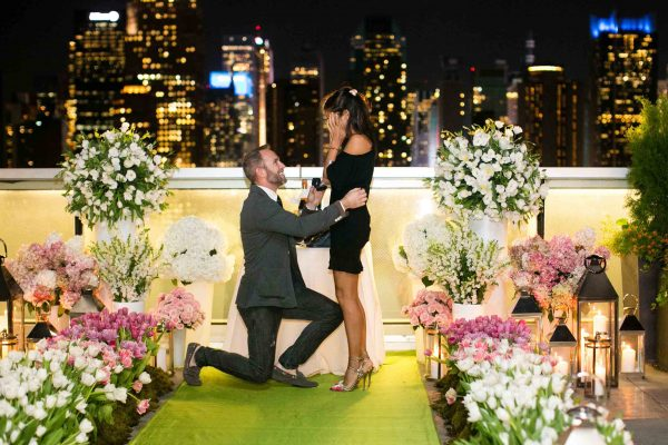 Парень сделал предложение на чужой свадьбе