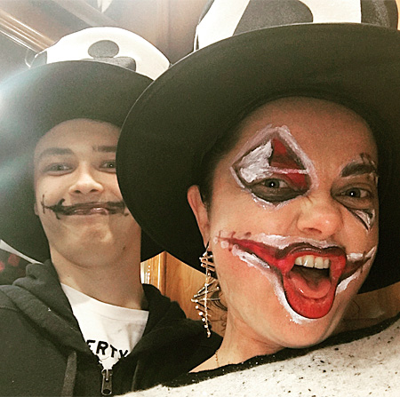 Наташа Королева с сыном во время Хэллоуина