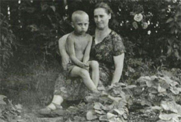 Маленький Путин с мамой