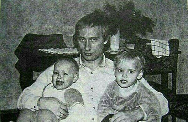 Путин с маленькими дочками