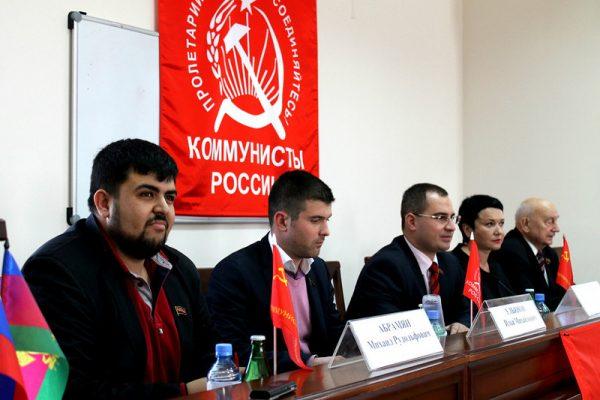 Партия «Коммунисты России» требует закрыть вокальное шоу «Голос» из-за скандалов.