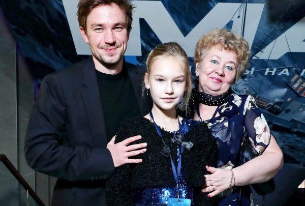 Александр Петров с племянницей и мамой