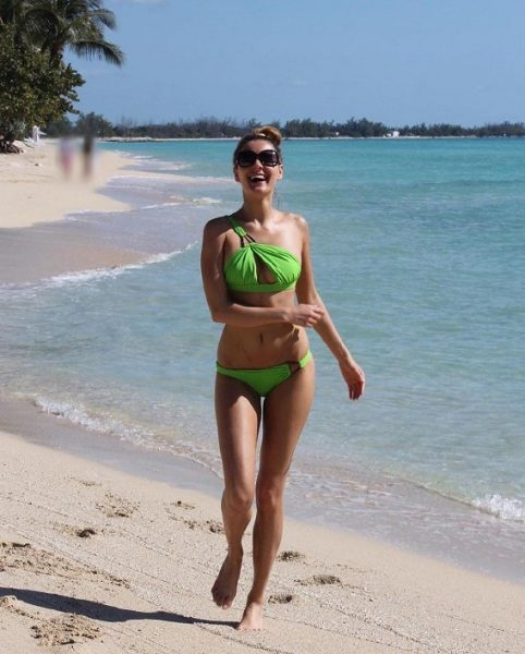 Мария Кожевникова на пляже