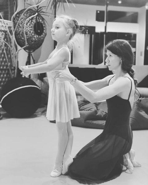 Надя Пескова на занятиях по балету