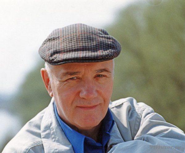 Леонид Куравлев в кепке