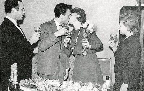 Алентова и Меньшов целуются