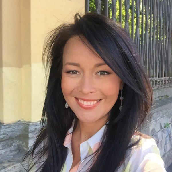 Анна Белоцерковец улыбается