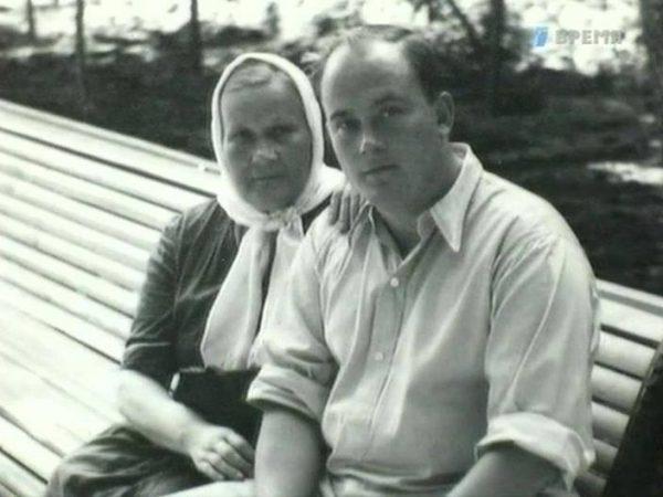 Евгений Моргунов с мамой