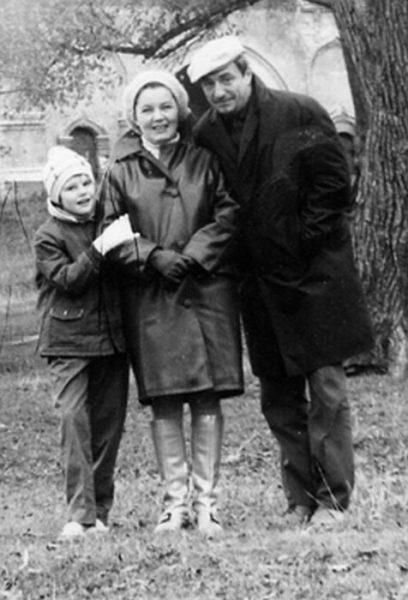 Александра Захарова с папой и мамой