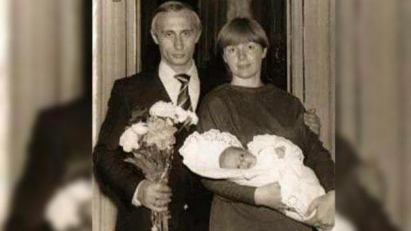 Молодой Путин с женой и дочкой