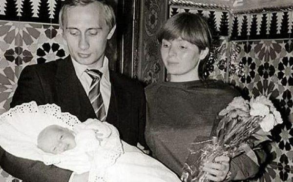 Владимир Путин с женой и дочкой