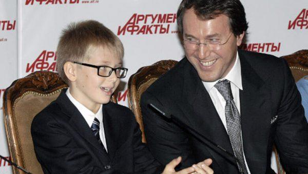 Дени Байсаров с отцом Русланом Байсаровым