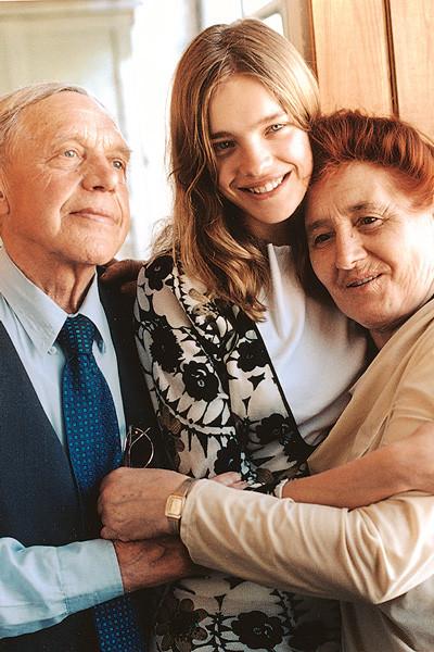 Наталья Водянова с бабушкой и дедушкой