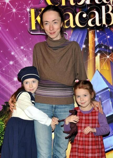 Софья Кругликова с дочками от Ефремова