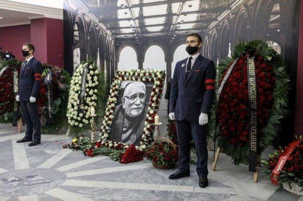 Церемония прощания с Арменом Джигарханяном,
