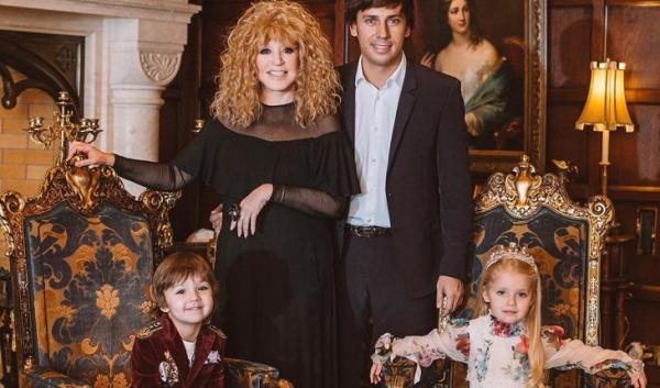 Пугачева с мужем и детьми