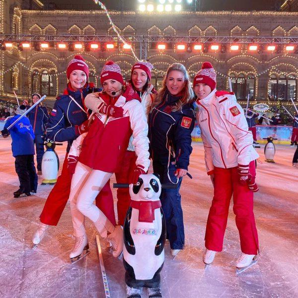 Анна Семенович, Ольга Кабо, Татьяна Навка, Алика Смехова, Татьяна Тотьмянина на катке