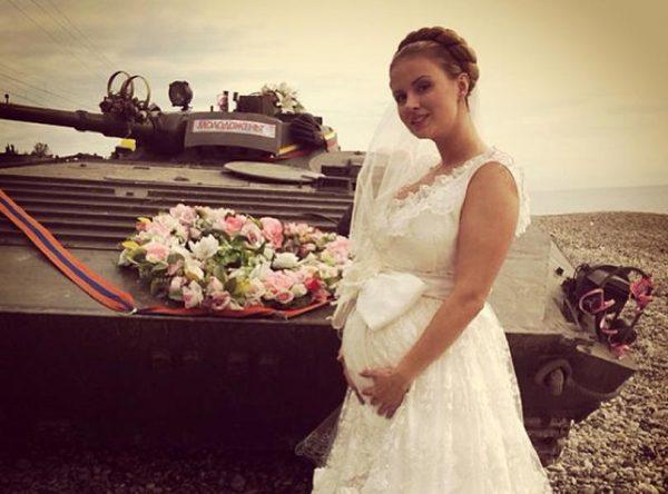 Анна Семенович с животом