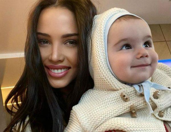 Анастасия Решетова с сыном от Тимати