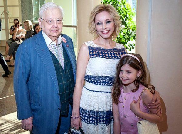 Олег Табаков с женой и младшей дочерью