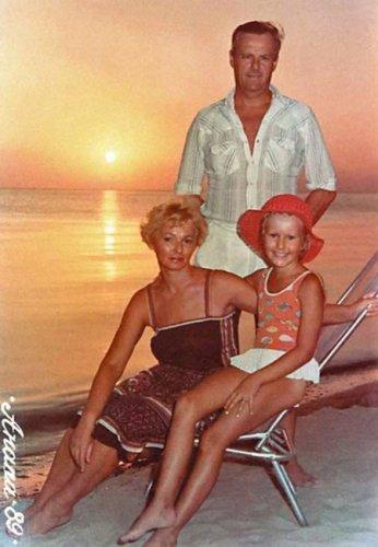 Ксения Собчак с родителями в детстве
