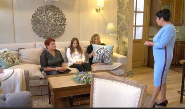 Ирина Пегова с дочкой и мамой и Наталья Барбье.