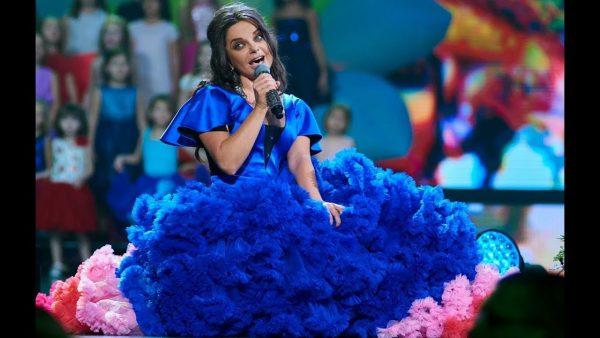 """Наташа Королева исполняет песню """"Маленькая Страна"""""""