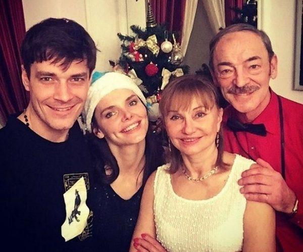 Лиза Боярская с родителями и мужем