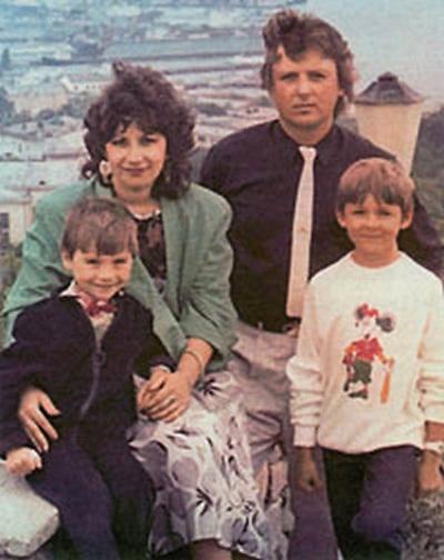 Сергей Лазарев с братом и родителями