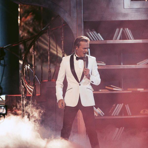 На российскую эстраду вернулась звезда 90-х: фанаты не узнали постаревшего певца на съёмках шоу