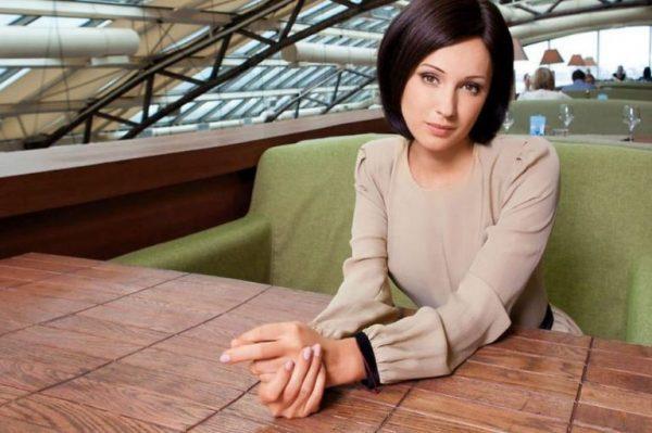 Юлия Лещенко стала брюнеткой