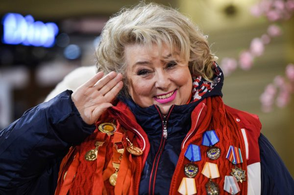 Татьяна Тарасова отдает честь