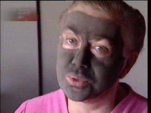 Эдита Пьеха в маске