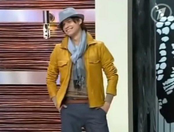 Гоген Солнцев в желтой куртке
