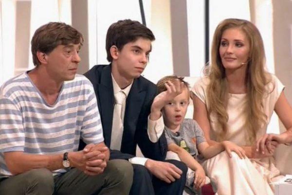 Егор Грамматиков и Анна Казючиц с детьми