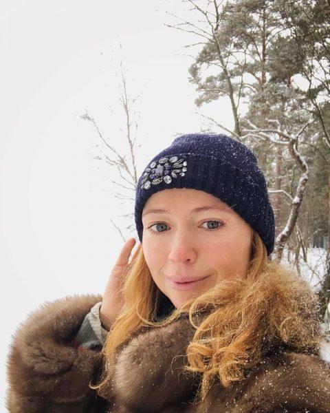 """""""Все моложе и моложе"""" - Захарова восхитила поклонников  молодостью и красотой"""