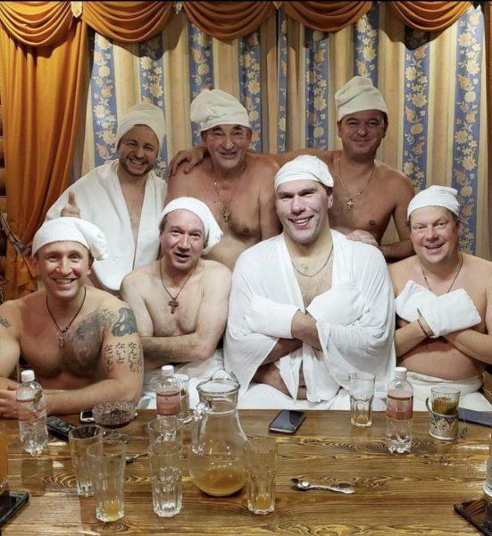 Садальский показал личное фото известных мужчин в простынях и шапочках