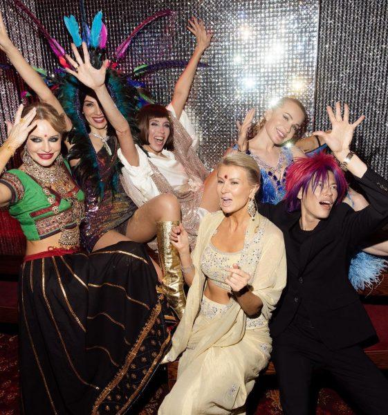 Российские звезды в индийских нарядах на дне рождения Светланы Бондарчук