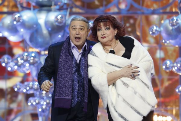 Евгений Петросян и Елена Степаненко на сцене