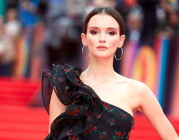 Паулина Андреева в платье