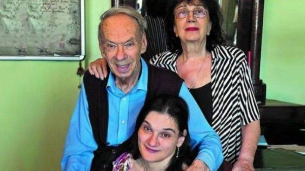 Алексей Баталов и Гитана Леонтенко с дочерью