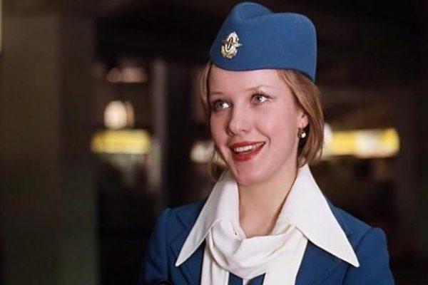 Елена Проклова в роли стюардессы